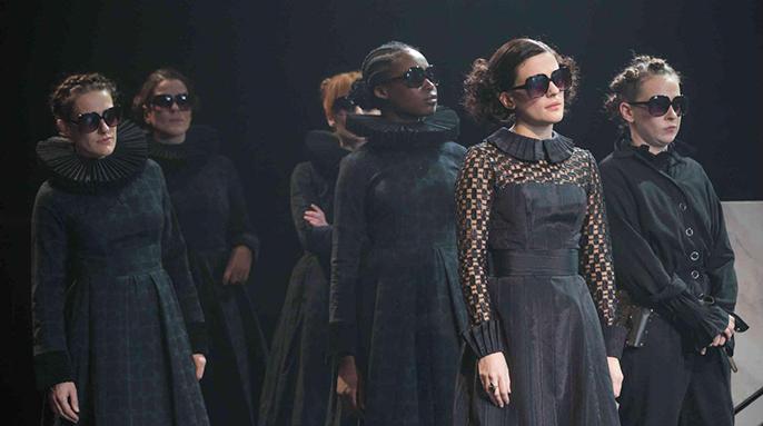 Twelfth Night, National Theatre-Tamara Lawrance as Viola, Phoebe Fox as Olivia image (c) Marc Brenner