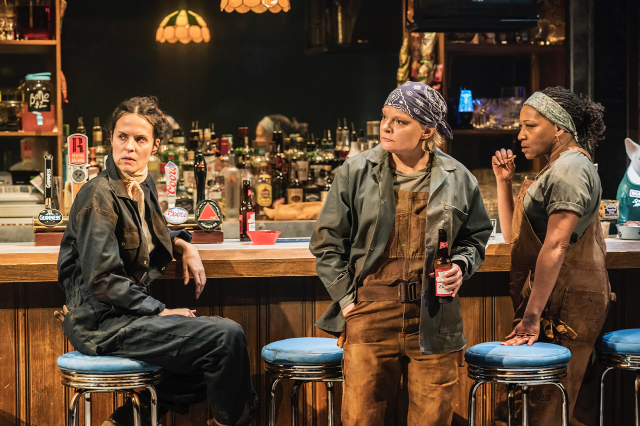 Leanne Best (Jessie), Martha Plimpton (Tracey), Clare Perkins (Cynthia) in Sweat at the Donmar Warehouse directed by Lynette Linton, designed by Frankie Bradshaw. [Photo Johan Persson]