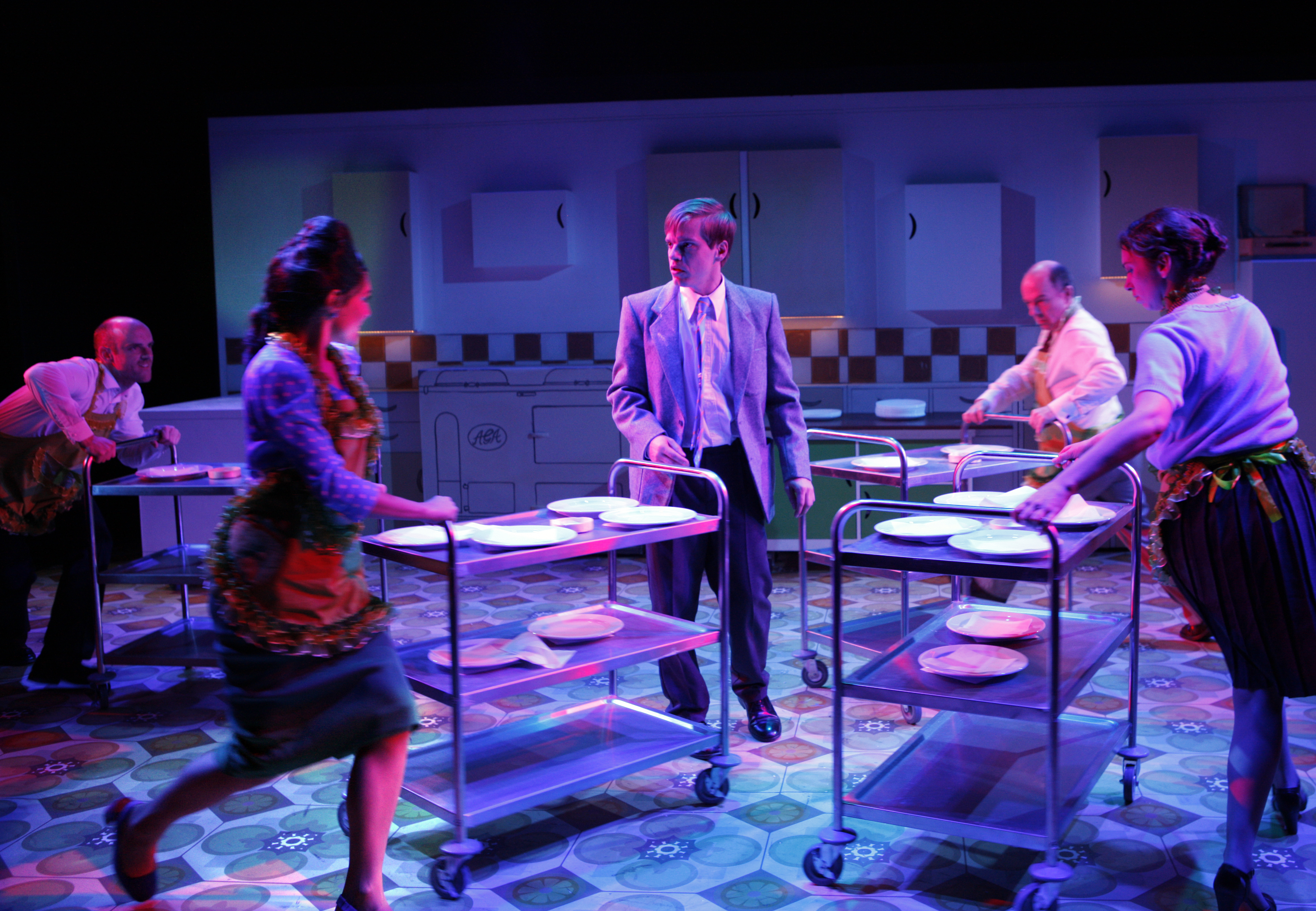 (L-R) Jake Ferretti as Josh, Marie Lawrence as Joan, Giles Cooper as Nigel Slater, Stephen Ventura as Dad, Lizzy Muncey as Mum (c) Simon Annand