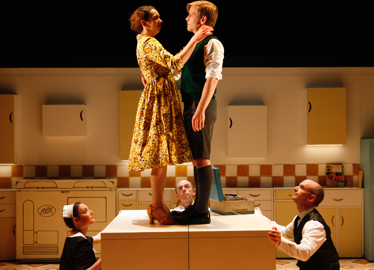 (L-R) Lizzy Muncey as Mum, Giles Cooper as Nigel Slater (c) Simon Annand