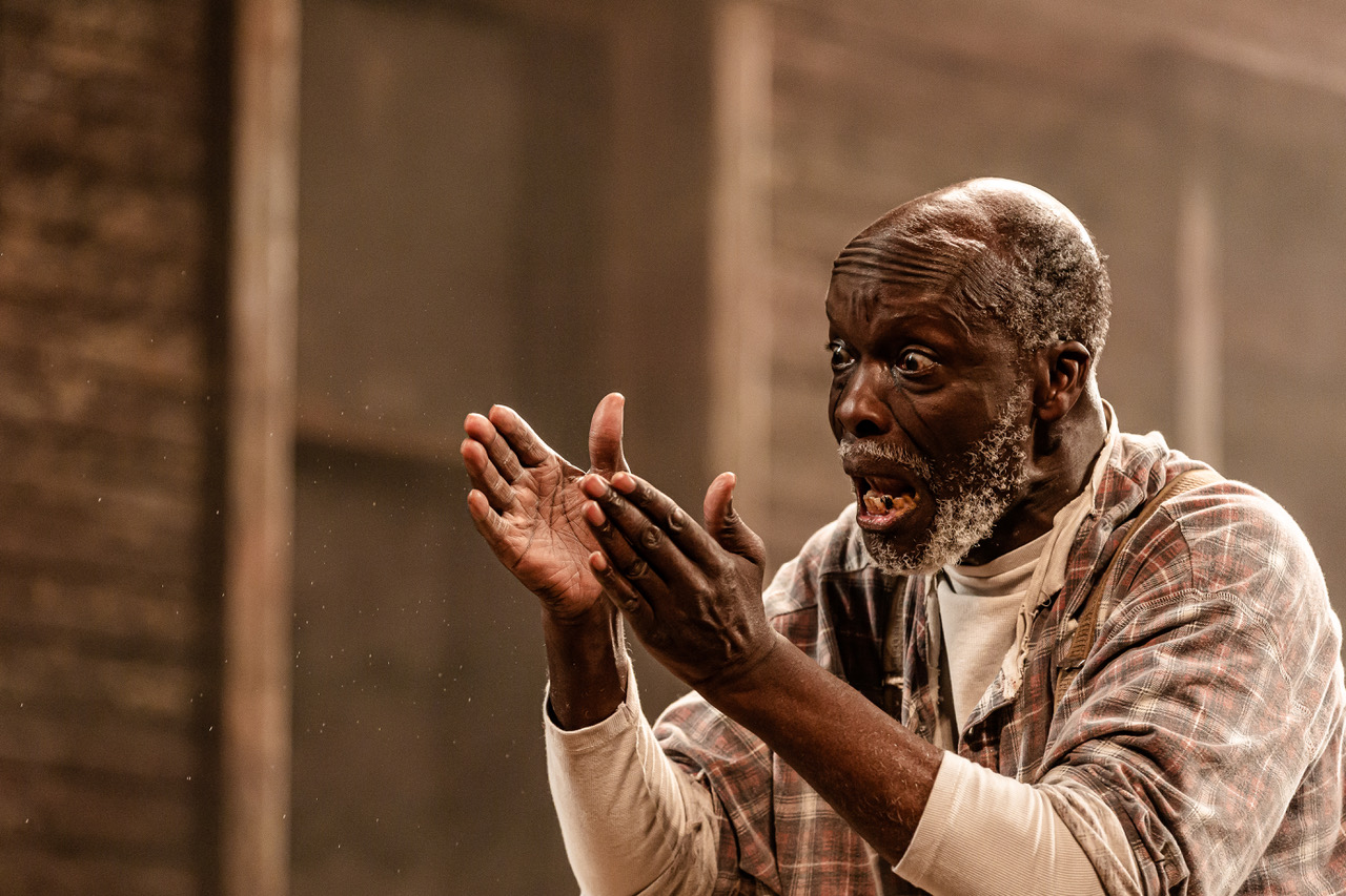 Leo Wringer (Stool Pigeon) in King Hedley II at Theatre Royal Stratford East. Photo by Richard Davenport