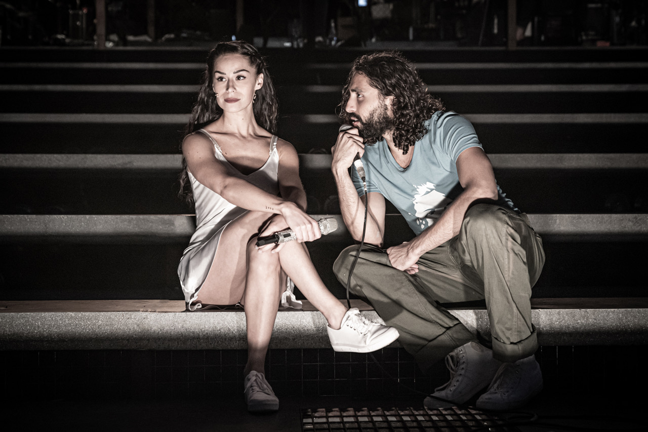 Samantha Pauly as Eva Perón and Trent Saunders as Che. Photo Marc Brenner