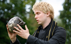 Shakespeare's Globe to tour Hamlet to every country in the world between 23 April 2014 and 23 April 2016